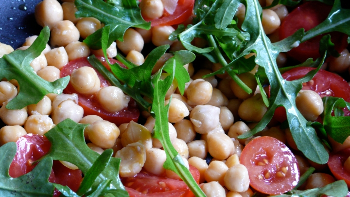 garbanzo bean tomato arugula salad