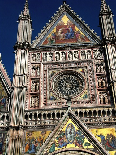 an explosion of colors on the facade of the Duomo of Orvieto