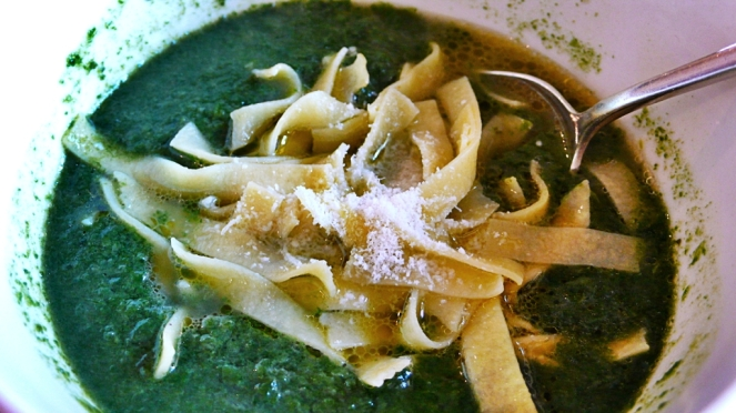 spinach vellutata soup with fresh pasta