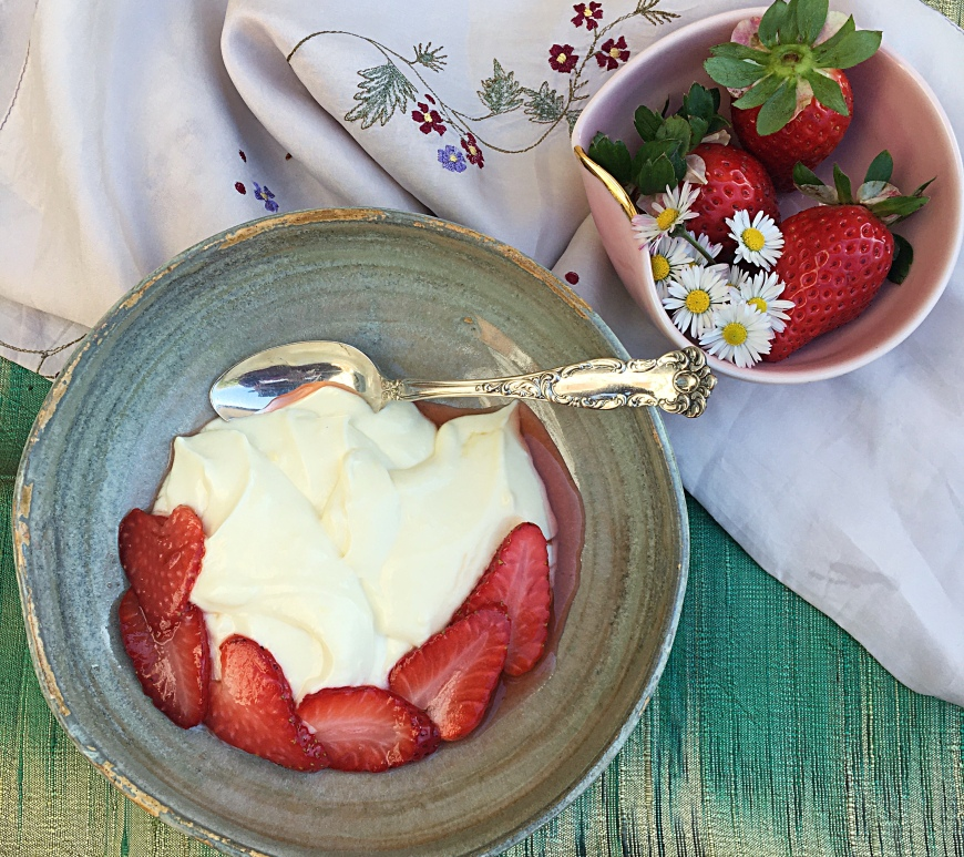 Crema diplomatica with strawberries