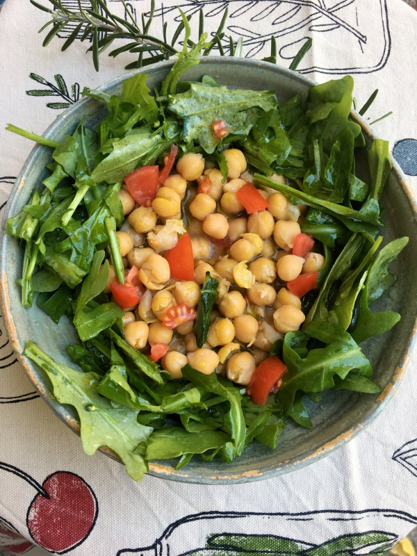 chickpea soup with rucola and tomato